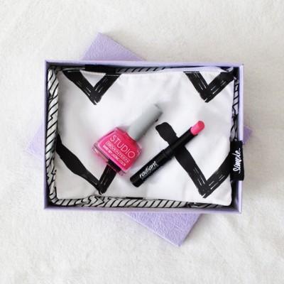 MUST-HAVE BOX: Мат кармин + лак за нокти во боја која е хит оваа сезона