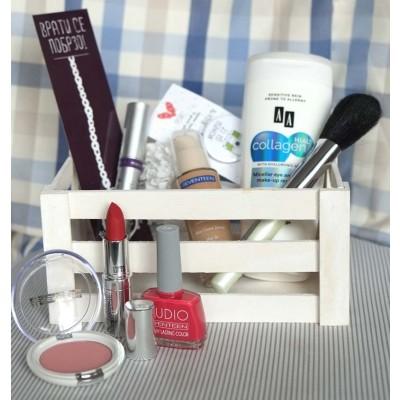 Кутивче со шминки со кои ќе изгледате гламурозно и во понеделник!